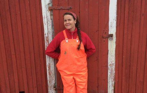 FRA NORD-NORGE: Forfatter Lena Lindahl i oljehyr. Bildet er tatt på Haukøy, hvor familien hennes kommer fra.