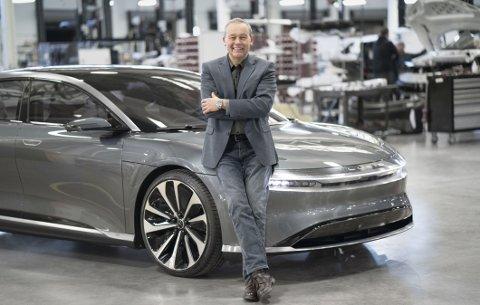Peter Rawlinson er toppsjef for den amerikanske elbilprodusenten Lucid. Neste år kommer de med to varianter av den første modellen: Lucid Air. Den får opptil 839 kilometers rekkevidde.