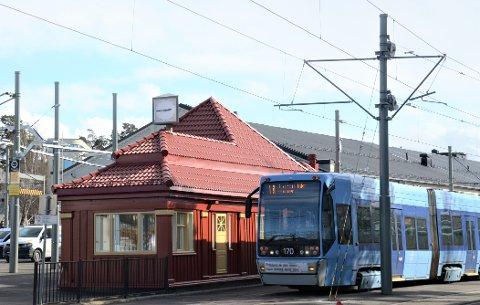 Trikkebasen har vært på Holtet i over 100 år. Nå vil Sporveien gjøre den permanent.