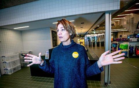 KORONA: Siv-Hege Helsing Schrøen, daglig leder på Tromsøbadet, har hatt en gjest som har testet positivt.