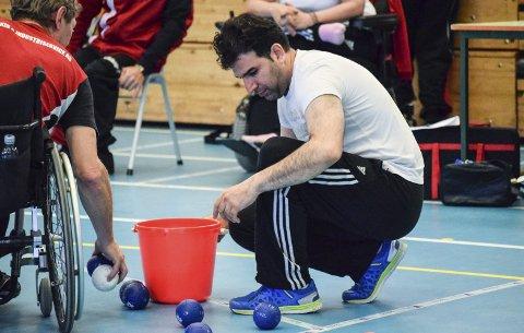 Nyfrelst boccia-entusiast: Sohail Seilsepour har akkurat begynt å trene boccia. Denne helgen bidro han som frivillig.foto: even braastad