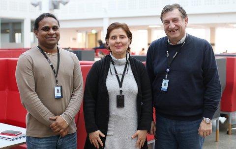 LEDER PROSJEKTER: Raghavendra Ramachandra (t.v.), Sule Yildirim-Yayilgan og Sokratis Katsikas leder forskningsprosjekter som trekker inn EU-millioner