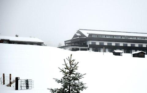 Rondablikk-eier Ola Moe ser for seg en fjelllandsby omkring hotellet på Kvamsfjellet,  men kommunen stopper planene.
