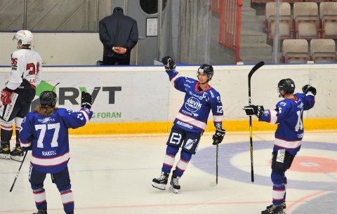 SCORET: Amund Kjeverud Nyland tente nytt håp med sin 1-2-scoring, men kapteinen måtte innse at Gjøvik tapte en ny hjemmekamp.