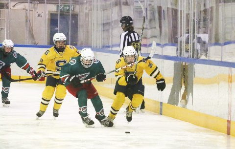 Ski-Jutul 3-4 (0-4, 3-0). Akershusmesterskapet i U14 i ishockey. Ski ishall lørdag 14. april 2018. Christian Bull Hein i fint driv i 1. periode. FOTO: STIG PERSSON