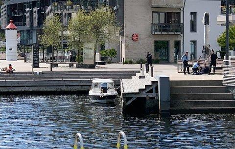 TATT PÅ FERSKEN: Eieren av båten sporet den via GPS, og varslet politiet som kunne pågripe en mann i 30-årene på Fritzøe Brygge. Foto: Erland Bache