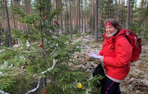 FANT FRAM: Ingunn Sigstad Moen er én av over 150 deltakere som så langt har vært ute på juletrejakt i Løten.