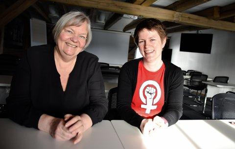VELKOMMEN : Bente Irene Aaland (til venstre), og Ingrid Hvidsten Gabrielsen ønsker velkommen til årets 8. mars.