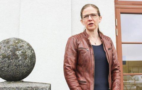 Satser ikke på institusjon: Kommunal- direktør Hilde Kari Maugesten forklarer at kommunens satsing ligger på tjenester til hjemmeboende.