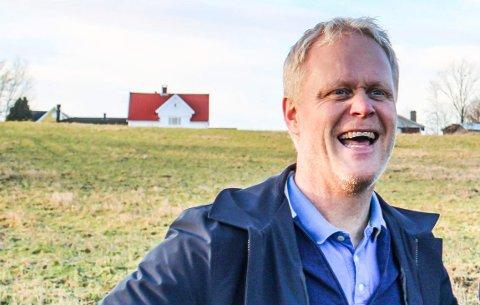 Det er eiendomsinvestor Thor Fossnes som skal bygge bolig til familien på tomta i Nesbryggveien. Dette bildet av Fossnes ble tatt i en annen anledning, da vi laget sak om boligene og opplevelsessenteret han og kompanjong Øyvind Johnsen håper å få bygd på Nøtterøy. Den saken blir sett på i forbindelse med kommuneplanrulleringen.