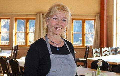 HOLDER IGJEN: Anne Thommesen Flølo og kafeen langs E18 holder igjen og åpner tidligst neste uke.