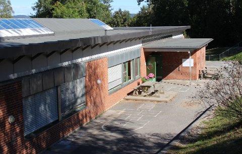 Ved Stathelle barneskole er tre elever koronasmittet. De smittede og deres medelever blir nå testet to ganger i uken og får oppfølging.