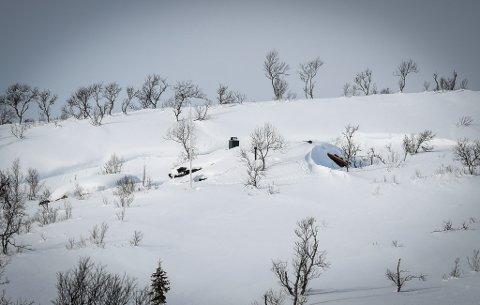 Nedsnødde hytter ved Rauvatnet uka før påske.