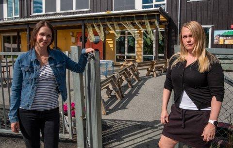 Ellinor Hiller og Reneé Hagen er ikke imponert over kommunens åpningstider i barnehagen.
