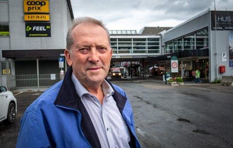 Johan Petter Røssvoll (Sp) liker ikke at flere innbyggere blir pålagt store utgifter når kommunen skifter ut avløpsrør. Nå vil han be om en orientering neste gang formannskapet møtes.