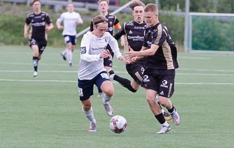 Anton Pettersen Nordeng imponerer i Rana FK-trøya. Mot TIL B scoret han ikke bare det viktige 1-0-målet, han var til tider strålende ute på kunstgresset.