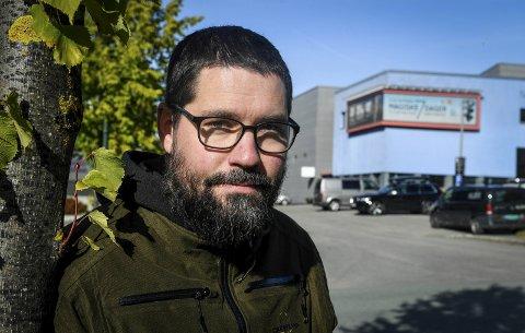 GLEDER SEG: Kristian Granheim rakk å spille én konsert sammen med bandet sitt EVI før landet stengte ned våren 2020. Nå skal de spille på Vinterlysfestivalens 20-årsjubileum.