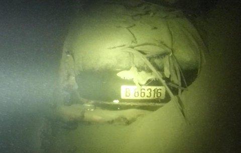 Bilen som ble brukt under innspillingen av Olsenbanden-filmen fotografert på Mjøsas bunn av Mjøsen Dykkerklubb.