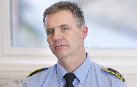 Etterforskningsleder Christian Berge opplyser at hunden som ble skutt på i Hønefoss ble truffet av et prosjektil fra et luftgevær.