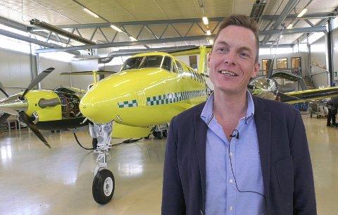 PÅ BAKKEN: Henrik Melbostad har sikret en kontrakt for vedlikehold av 10 ambulansefly. En avtale som betyr svært mye for bedriften Air Service Eggemoen.