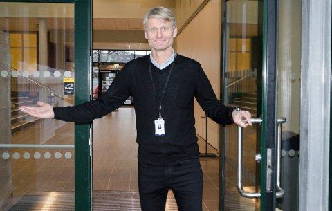 PÅ'AN IGJEN: Fredag måtte rektor Bjørn Volleng ved Ringerike videregeånde skole sende ut beskjed om smitte ved skolen.