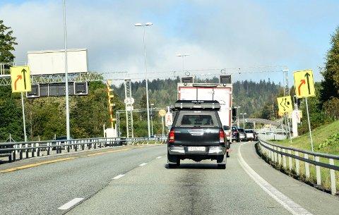 KØ: Slik kan det være i E16-anleggsområdet til tider. I de mest belastede periodene stenges ikke veien på grunn av sprengning.