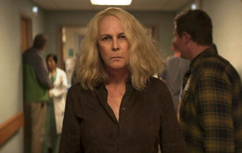 HALLOWEEN KILLS: Laurie (Jamie Lee Curtis) har akkurat forlatt den bestialske morderen Michael Myers i en brennende kjeller. Laurie hastes til sykehuset, i god tro om at hun en gang for alle har tatt knekken på sitt livs demon. Men...