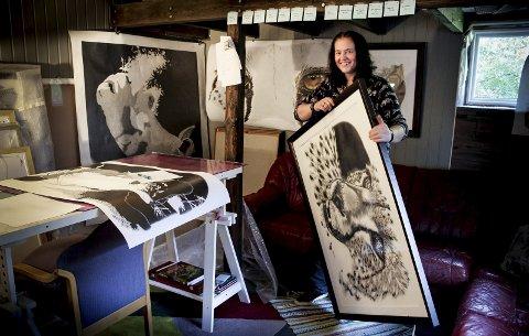 I atelieret: Sigrun Werner har en egen kreativ hule i skogkanten. ALLE FOTO: ELISABETH JOHNSEN