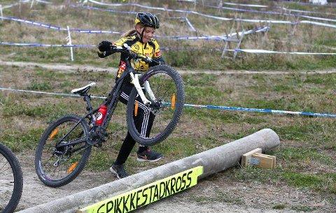 I AKSJON: Ingrid Bjørnarsdatter-Storholt forserer sykkelløypa på Spikkestad.