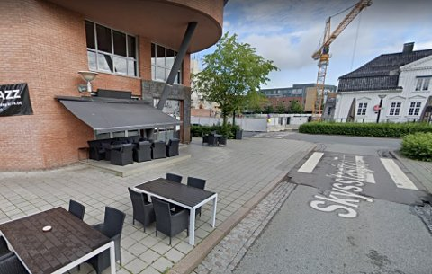 UTENFOR UTESTED: Mannen skal ha vært beruset og aggressiv utenfor utestedet Lancelot i Asker sentrum.