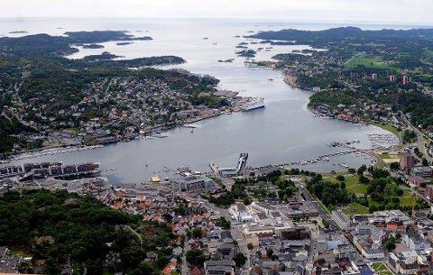 HER KAN DU IKKE BADE: Helt fra Tranga og innover i fjorden er det nå badeforbud.