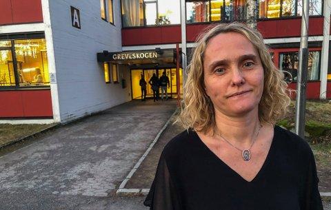 UBEHAGELIG: Rektor Cecilie Langklep Bjørnøy ved Greveskogen videregående skole forteller at elevene opplever truslene som ubehagelige. Undervisningen går som normalt, selv om både lærere og elever er litt ekstra i beredskap om det blir en utvikling i trusselbildet.