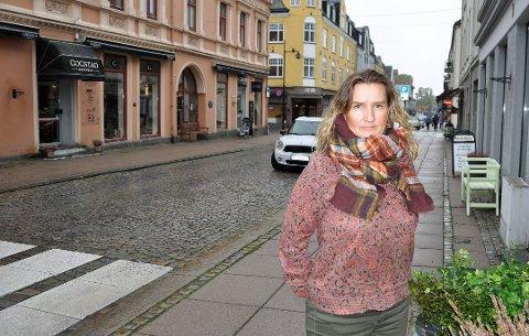 DØGNÅPENT: Pia Bergan holder blomsterbutikken døgnåpen på Chr. Hvidts Plass.