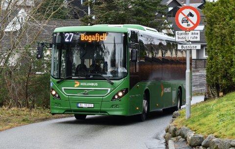 Kommunen har spurd Kolumbus om å endre på rute 27T (ikkje bussen på biletet) eller å leggje ruta ned.