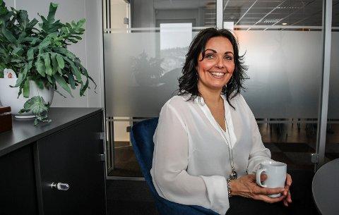 STARTET OPP: Carine Helgesen har startet opp for seg selv som bedriftskonsulent, og har etablert seg i et kontorfellesskap på Sørlie Torvet.