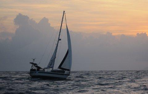 """PÅ LANGFERD: Seilbåten """"Amanda"""" har tatt mannskapet over to verdenshav og utallige sjømil til eventyrlige reisemål."""
