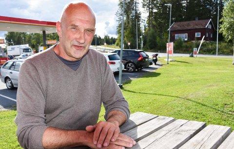 Øystein Østre (Sp), leder av plan- og bygningsutvalget viste vilje til å ta kampen for tannklinikken på Moen opp til aller høyeste nivå om nødvending.
