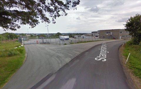 Denne eiendommen skal avhendes fra Forsvaret, og dermed kan Sola kommune få muligheten til å kjøpe den.