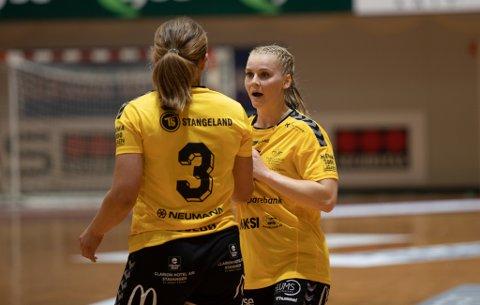 Kristiane Knutsen var involvert i det meste som skjedde på parketten i Åsenhallen. Det ble ikke seier, men hun mener Sola-spillerne har all grunn til å være fornøyd med egen innsats.