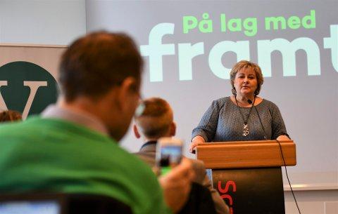 Statsminister Erna Solberg inviterer til en digital kaffekopp på torsdag.