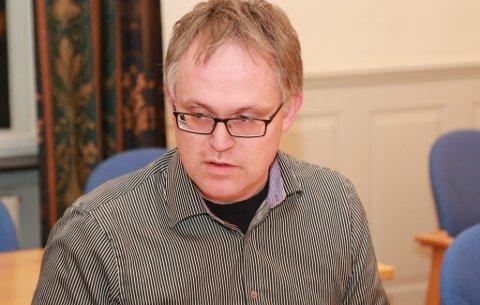 LEDER: Kjetil H. Djuve leder kontrollutvalget i Tinn. Nå vil han høre rådmannens forklaring på hvordan kommunale rutiner fungerer rundt journalføring og besvarelser.