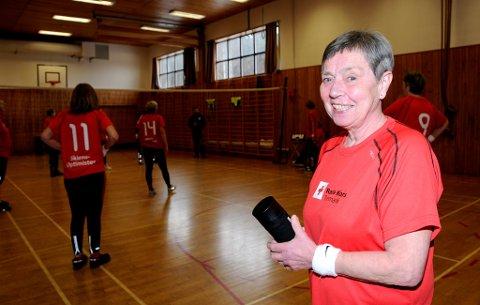 """INSPIRERT: Mette Dale tok med seg frivillige i Røde kors og så dokumentarfilem """"Optimistene"""". – Det var så utrolig inspirerende at vi bestemte oss for at dette skal vi også få til. Og så var vi så heldige å få låne gymsalen på brannstasjonen hver tirsdag, forteller ildsjelen."""