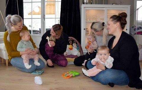 PERMISJON: Heidi Aasen Kverndalen, med Tuva (10 mnd.), Anniken Hohnner, Kristine Grøtvik Johansson med Selma (fem mnd.) og Rakel Jønnevald med Ada (syv mnd.) synes foreldrene skal få velge permisjonen selv.