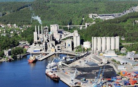 VIL LEKKE: En helt fersk rapport fra professor Stein- Erik Lauritzen ved Universitetet i Bergen, slår fast at gruvene ved Norcem vil lekke, ikke tette seg selv.