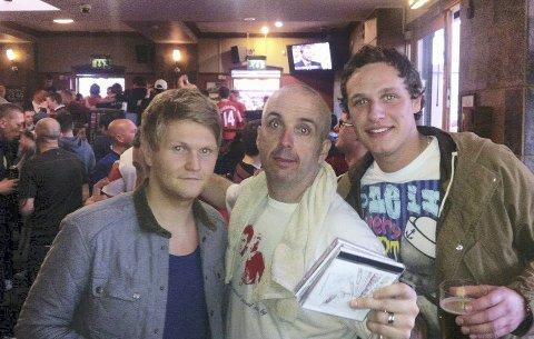 Pub: Morten Høvik og Hans Øystein Hesthamar møtte legendariske Peter Boyle på pub før kamp.