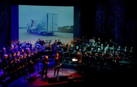 FINALE: Koret Vox, Surnadal hornmusikk og band leverer en flott konsert med Film- og musikalfinale i Surnadal kulturhus fredag og lørdag.