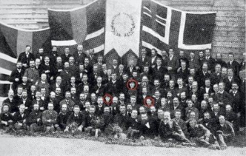 HISTORISK: De 150 landsmøtedelegatene til Det norske Toalavholdsselspas skjellsettende landsmøte i Horten i 1887. Av de tre innrigede kvinnene står Lydia Holtermann Carlsen trolig lengst til høyre. 8Foto: Braadland/Høgevold: Det Norske Totalavholdsselskap 1859-1934