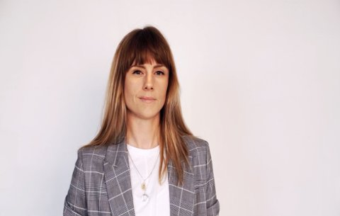 Solveig  Settemsdal kaller Kjell Inge Røkkes kunstprosjekt veldig spennende. Selv bidrar hun med tre videoverker.