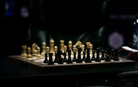 26 av landets beste spillere gjør opp om NM-tittelen i sjakk i Oslo. Det kan du se direkte på tk.no.