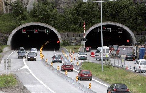 UTBEDRINGER: Slik så det ut da det ble arbeidet på Hanekleivtunnelen i 2007. Søndag starter en ny periode med arbeid og ett stengt tunnelløp. Foto: Terje Bendiksby / SCANPIX